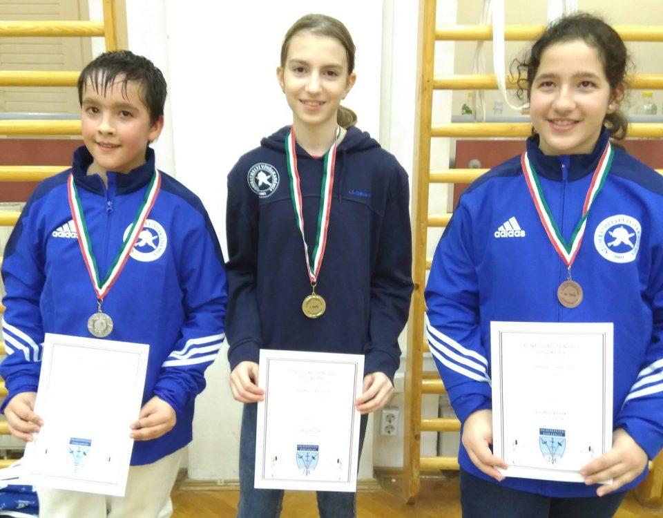 Balról: Kalincsák Balázs, Lajcsik Róza és Kalincsák Júlia Fotó: Szombathelyi Vívóakadémia